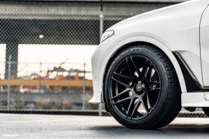 Sie machen 22-Zoll-Felgen klein mit dickem BMW